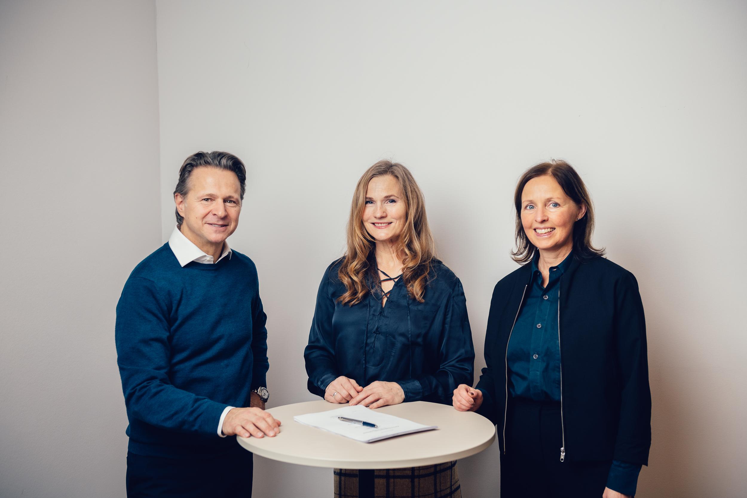 Patrik Lundström (CEO, Renewcell), Marica Bixo (Director – Export & Project Finance, Nordea) and Anna Karin Ljung (Senior Client Executive, SEK) Photo: Alexander Donka